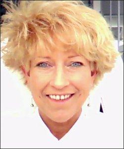 Portraitbild von Angelika Golomb Versicherungsmaklerin freie Mitarbeiterin der SaFiVe GmbH & Co. KG