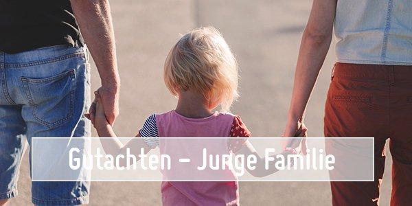 Bild einer Familie mit Kind. Bildaufschrift: Gutachten - Junge Familie